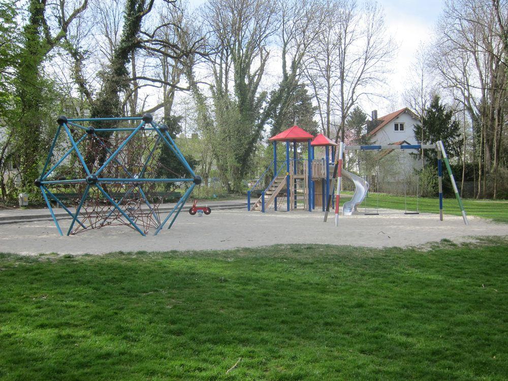 Klettergerüst Metall Spielplatz : Der spielplatz am schirmerweg u pasing kreuz quer